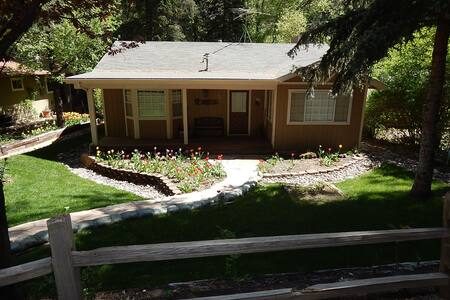 Gorgeous secluded home on the creek in Oak Canyon.  Quiet neighborhood with lush green surroundings, an updated kitchen and all the amenities to make your vacation exceptional.  Two bedrooms and two baths will accommodate up to 6 people.