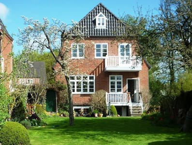 Husum-City: 2 Rooms in PrivateHouse - Husum - House