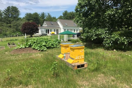White Cottage Bed & Breakfast at Lyric Meadow Farm - Boothbay