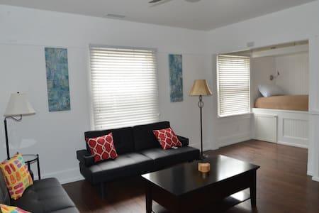 1 Block from San Diego Bay - Coronado - Wohnung