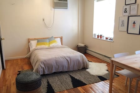 Enjoy the weekend in our cozy studio apartment located in the heart of Park Slope. This apartment is simply decorated, clean & comfortable. It's a great place to stay while exploring the city and beautiful Brooklyn.