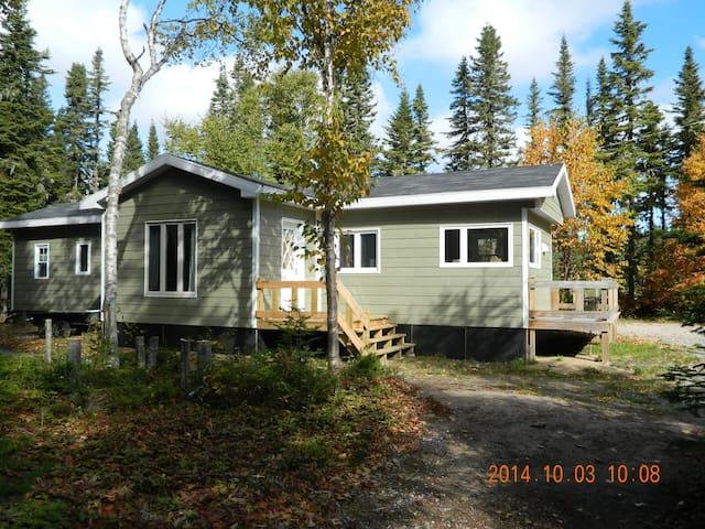 Maison mobile style chalet pr s du fleuve maisons for Maison mobile neuve