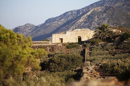 Dammuso Grande - nature and architecture - Pantelleria - Villa