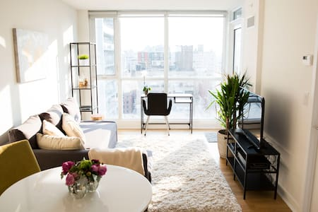 Modern Space In Heart Of Downtown - Appartement en résidence