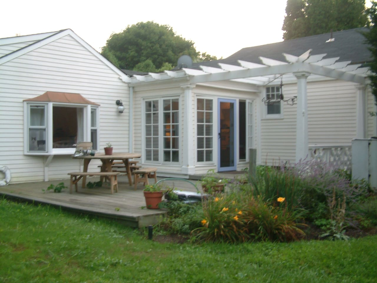 Charming Brookhaven Cottage with deck, porch and landscaped garden
