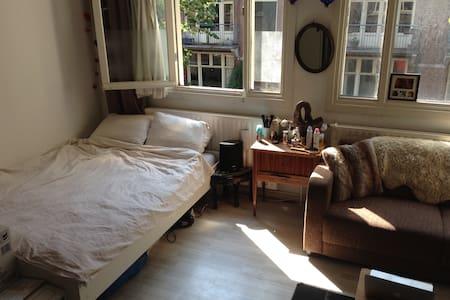 Bright room in 'de Pijp'