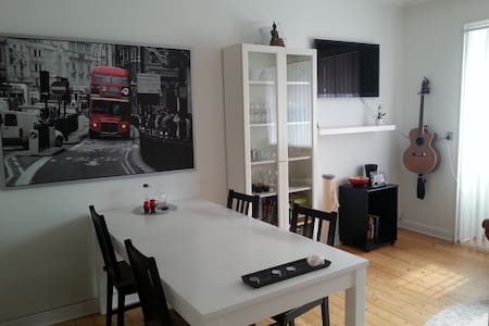 The apartment consist of a bedroom, livingroom, kitchen and a bathroom (+ small hallway)  It is on the first floor and have a small balcony (2 people)  Within a 5-min walk you can find both grocerystores, parks, metro and trains (to central Cph)