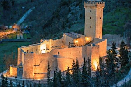 camere in castello vicinanze Assisi 805 - Capodacqua - Slott