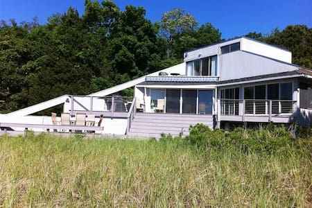 Beachfront Bliss on the Peconic - Rumah