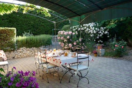 Chambre 2 p au coeur de la Provence