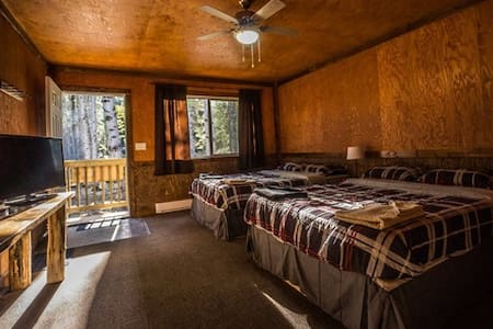 Mountain view Cabins Golden Cabin C