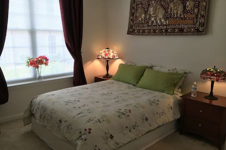 Comfy private room, close to Airport - Chantilly