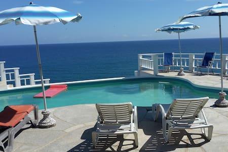 Villa with Spectacular Ocean view. ( 3 suites) - Willa