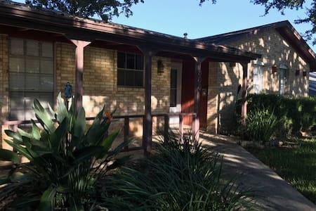 South Austin house - 10 min to ACL and downtown - Austin - Ház