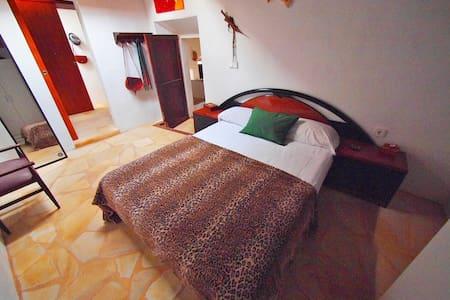 Room Agua Rural Sportive House - Sant Joan de Labritja - Bed & Breakfast