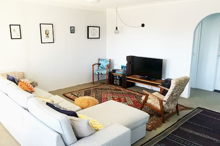 *OCT/NOV DISCOUNT* Cool Beachside Apartment - Leilighet