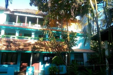 Blue Marine Guest House, Varkala - Szoba reggelivel