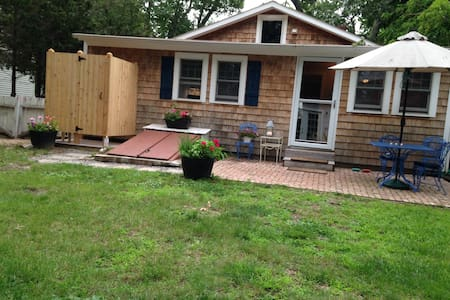 Room type: Entire home/apt Property type: House Accommodates: 4 Bedrooms: 3 Bathrooms: 2