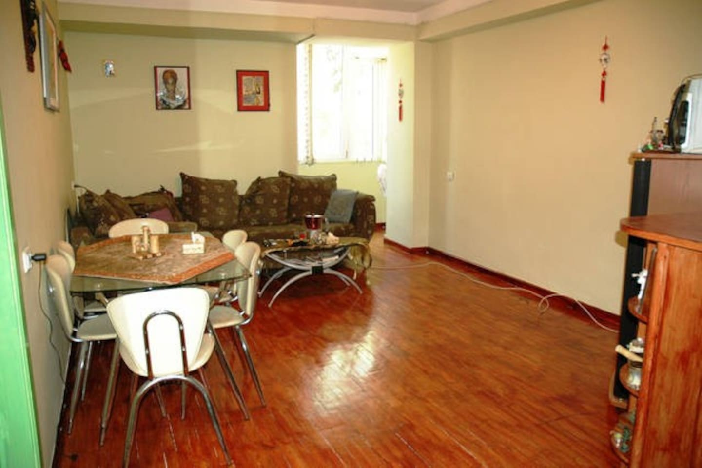 Lovely Yogic Downtown Apartment