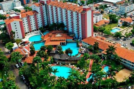 APART PREMIUM (SUÍTES) -4 P- HOTEL HOT SPRINGS - Caldas Novas - Condominium