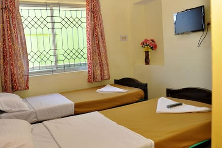 Standard room in Ooty, *Glen View Home Stay* - Szoba reggelivel
