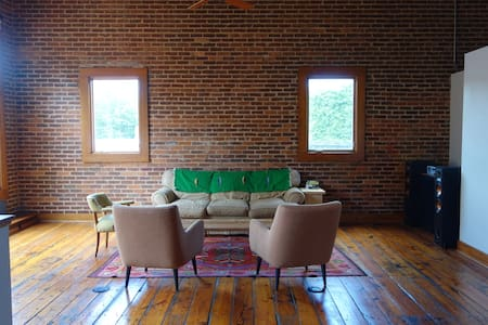 Primo, Fun Bottleworks Loft in Heart of Ath! - Athens - Loft