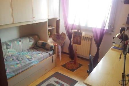 Graziosa camera in villa a schiera - Casa