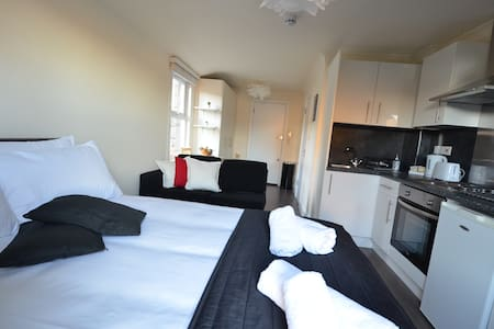 Modern Flat London with Kitchen,Shower ,WC - Londyn