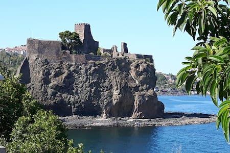 """E' denominata """"Antico ormeggio"""", un porto sicuro. - Aci Castello - Talo"""