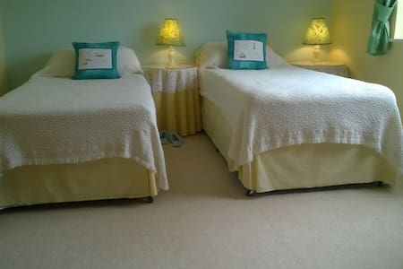 Lincs. Twin beds - private bathroom-Holbeach - Casa