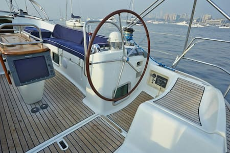 54 foot 3BR Luxury Yacht Mumbai Harbour - Boat