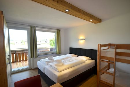 Exclusive, newly renovated studio in the 4 seasons-holiday-area of Kaprun - Zell am See! The studio is located near the town center of Kaprun, only a few minutes of walking distance to shops, restaurants and bars. 50 m from the ski bus