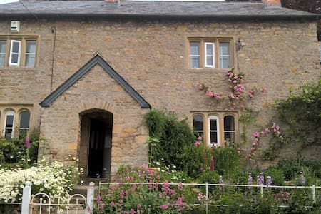 Lovely twin en-suite with its own access, Batcombe - Bed & Breakfast