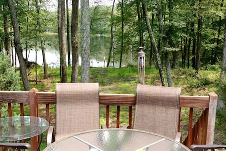 Lakefront house in Poconos PA