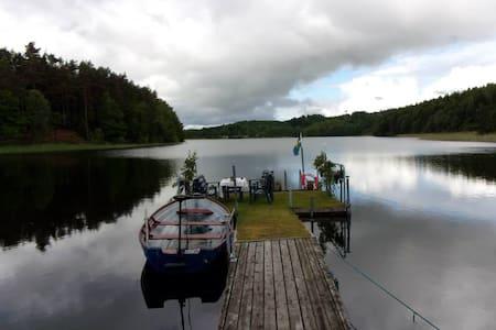 NATURSKÖNA och LUGNA SJÖUDDEN - Valinge - House