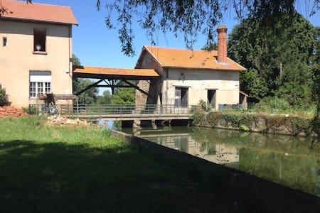 Moulin sur la Veyle - Rumah
