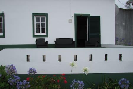 Casa d' Amália - Açores, S. Miguel, Ponta Delgada, Ginetes - House