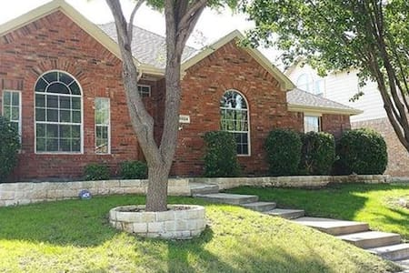 3 Rooms available in a fully furnished 4 Bed rooms 2 Bath House for working professionals. Its one of the most luxurious Housing community in Russell creek Park area. Newly updated, quiet and peaceful neighborhood