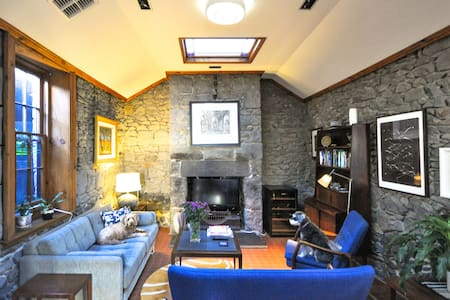 Bluestone Cottage in Fab Fitzroy