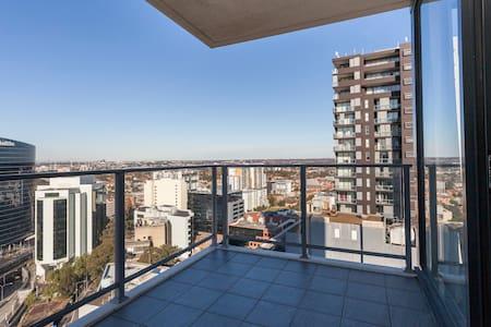 High Rise Apartment w/ View! - Parramatta - Apartment