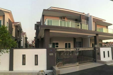 Sitiawan-Manjung-Lumut-Homestay - House