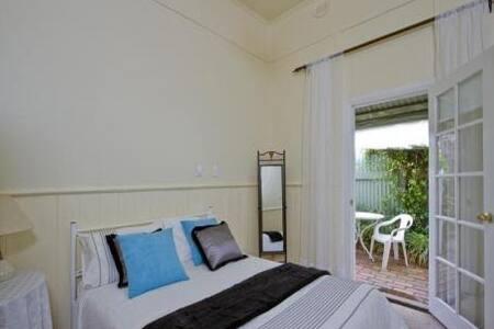 Private Room Close To Town - Bendigo - House