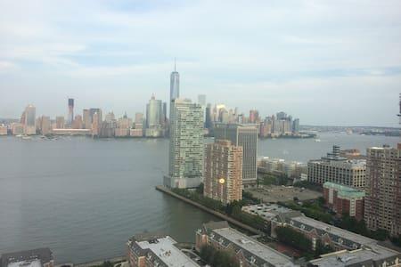Luxury apt 7 mins from Manhattan