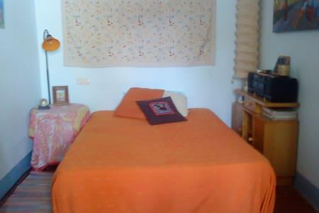 habitación con cama doble -Figueres - Figueres - Pis