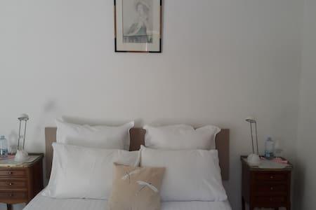 Chambre double en Provence - Bed & Breakfast