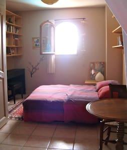 Chambre indépendante dans maison