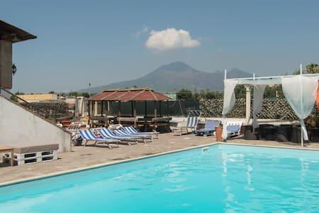 Camera matrimoniale vista Vesuvio - Bed & Breakfast