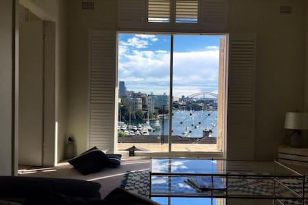 Panoramic views & water front room - Darling Point