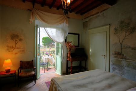 Room with terrace  in  Cortona - Cortone - Bed & Breakfast
