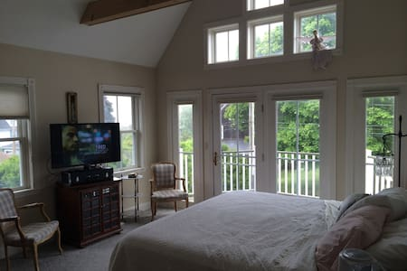 Walk to the Beach and Golf Course - Bed & Breakfast